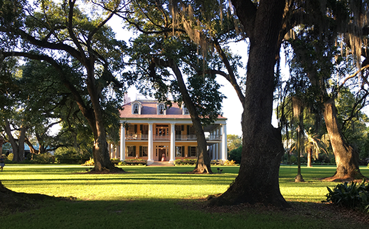 Hotel and Spa review of Houmas House Plantation and Gardens, Louisiana, USA: Sunsetting on the plantation house
